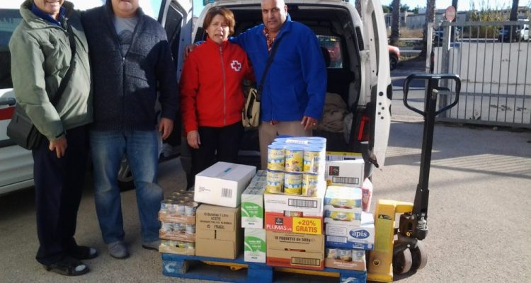 Caledonia Lodge donate food to the Red Cross