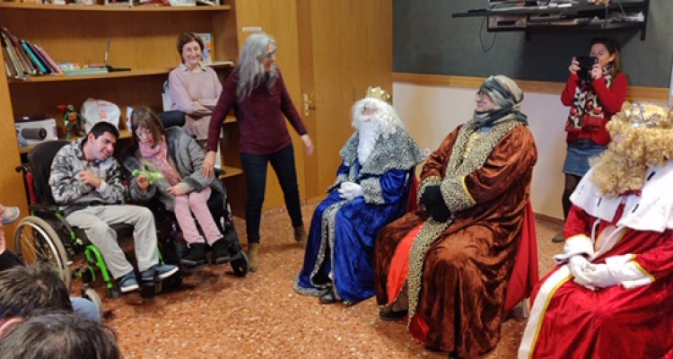 Freemasons spread happiness at Per Ells day care centre in Turis.
